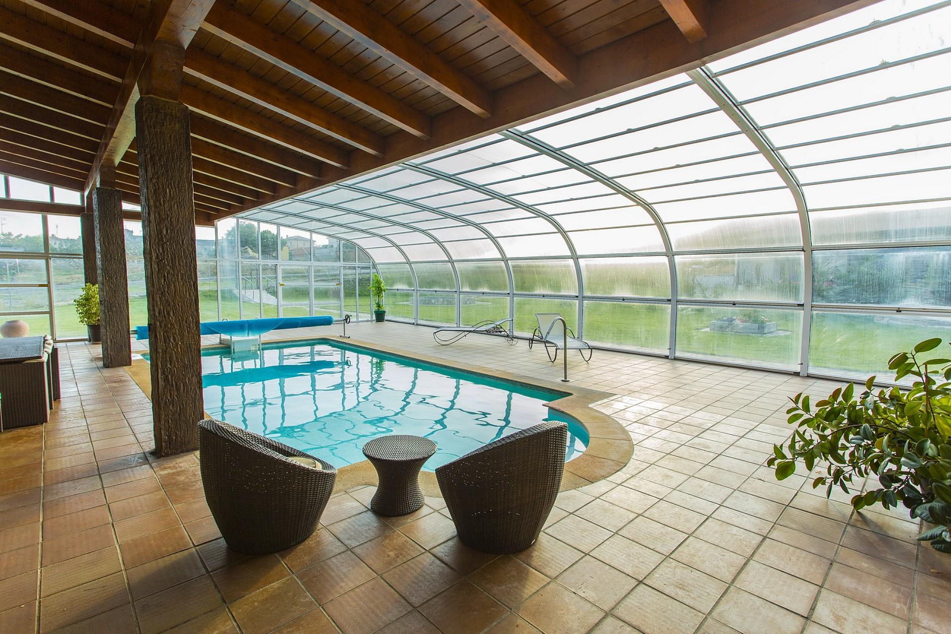 Cubiertas de piscinas acristalada piscinas avila for Cubiertas de piscinas